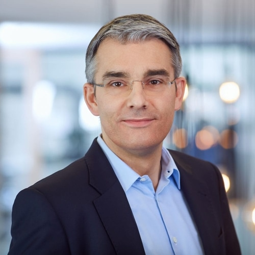 DOUGLAS ERNENNT MICHAEL RAUCH ZUM NEUEN CHIEF FINANCIAL OFFICER