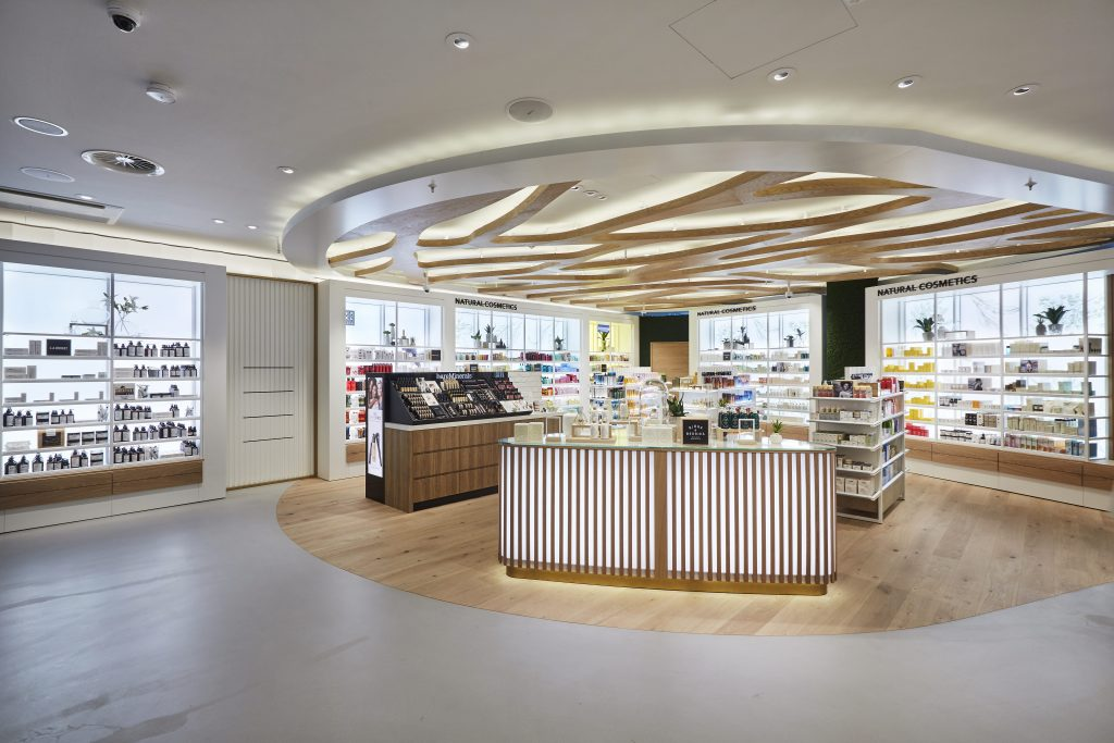 EUROPE'S LARGEST BEAUTY TEMPLE: DOUGLAS REOPENS FRANKFURT FLAGSHIP STORE IN NEW DESIGN